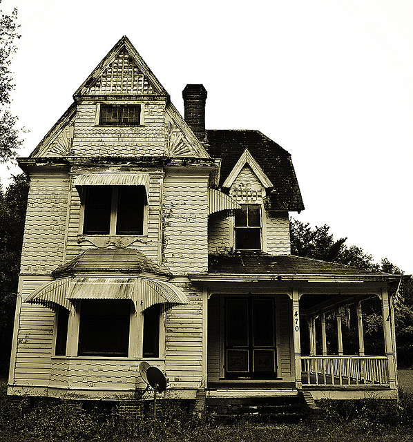 2. This house in Pomona Park in Putnam County looks like it could be a haunted dollhouse.