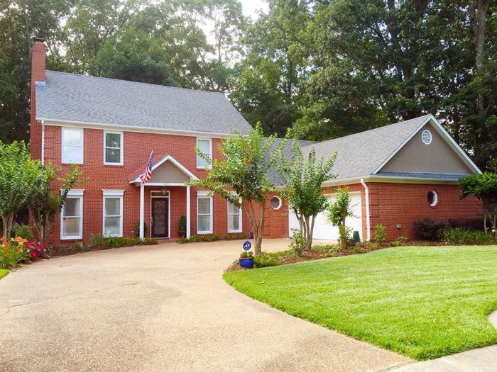 3. Your money could go a long way in Ridgeland. This 3,000 square foot home is listed for $319,900.