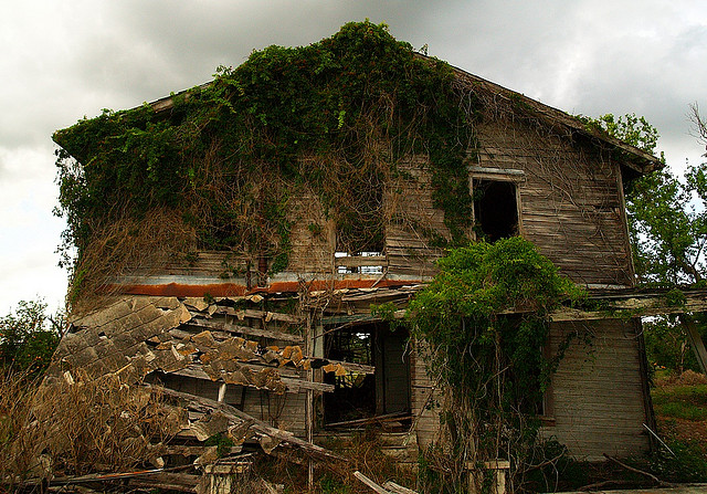 3. This abandoned house in Osowaw Junction is just as creepy on the inside as it is on the outside.