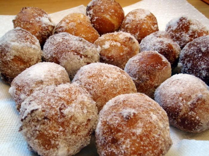 4) Malasadas, or Portuguese donuts, are wildly popular treats.