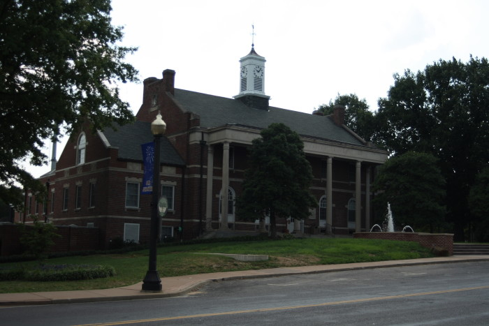 4. Webster_Groves_City_Hall_in_'07