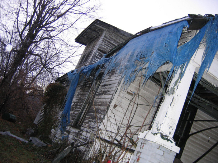 6. This house is sitting in Princeton. I don't know about you, but I kind of wonder what the tarp is doing up there and what happened to it…