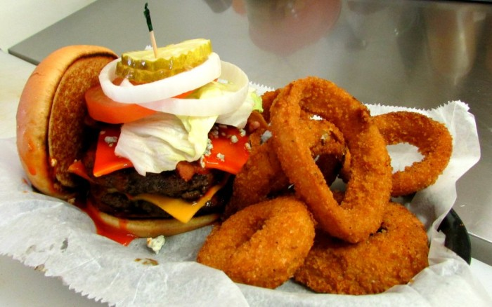 5. Between the Bun - Burgers, Dogs and More (Greenwood, Indiana)