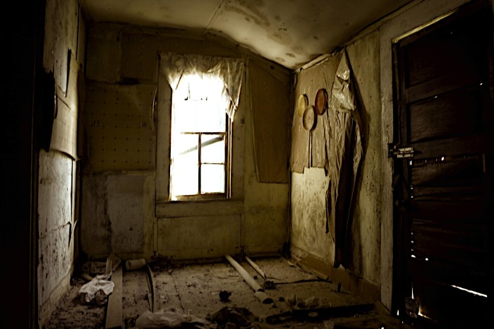 5. Another abandoned home that could easily be mistaken for a scene from a super scary movie.