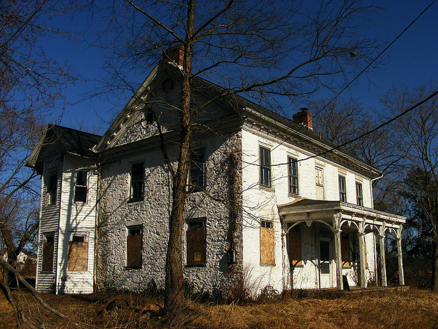 2. Try not to steer off the road in fright if you ever happen to drive past this house.