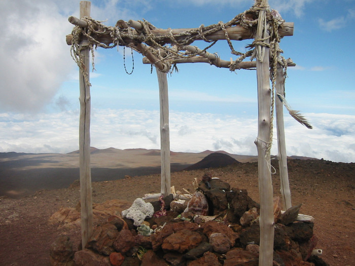 6) What took place near this shrine on the summit of Mauna Kea?