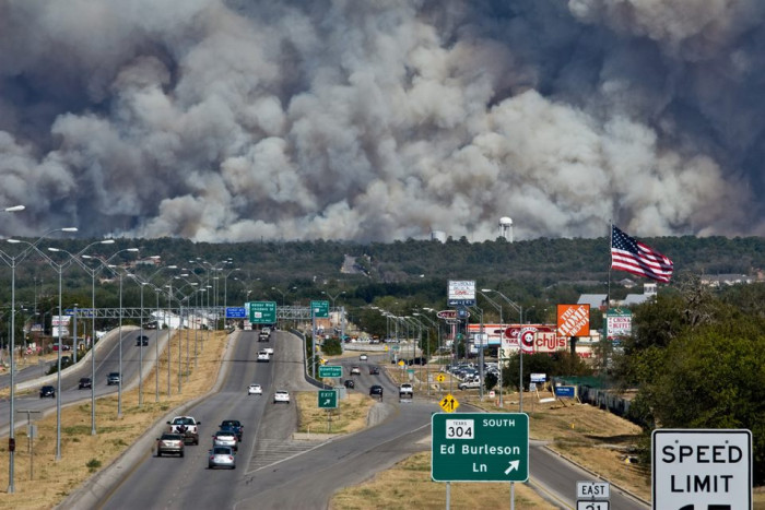 9) The sad yet terrifying sight of the 2011 Bastrop wildfires burning relentlessly...