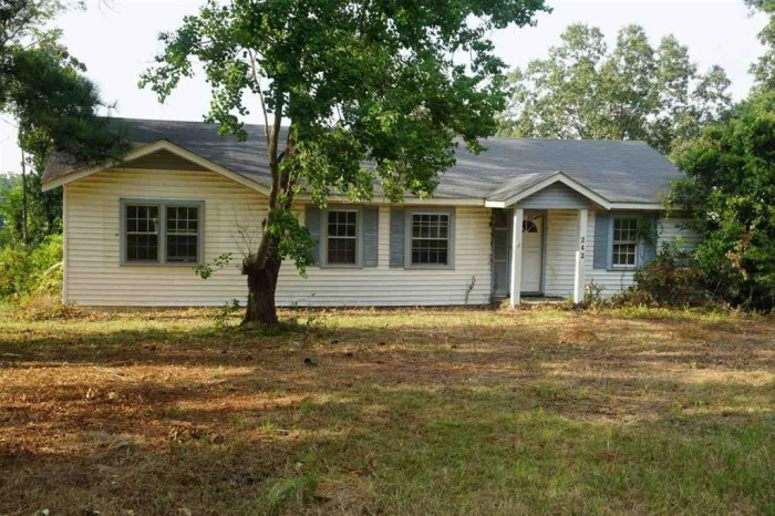 6. With a little hard work, this Jackson property could easily turn into the perfect starter home, and at $7,500 it's actually affordable.