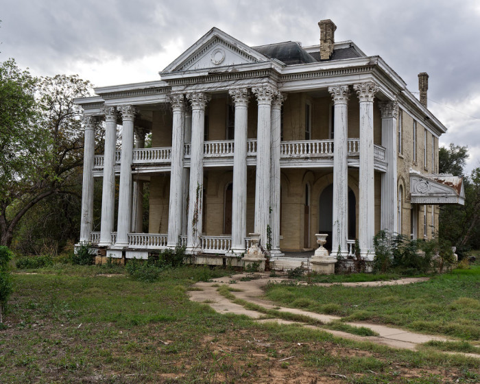 12 photos of creepy haunted houses in texas for The texas house