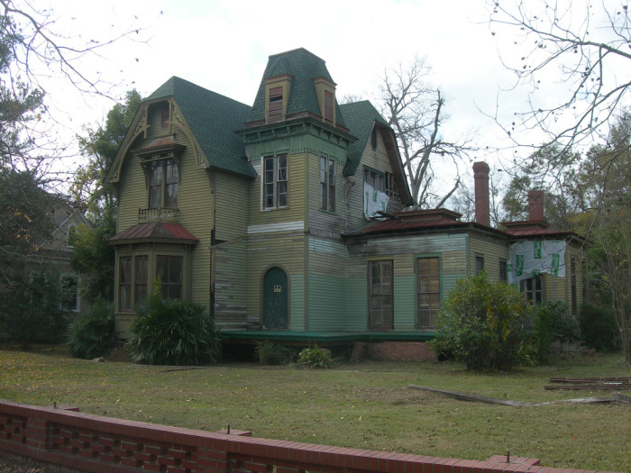 These 10 creepy houses in alabama may be haunted for House builders in alabama