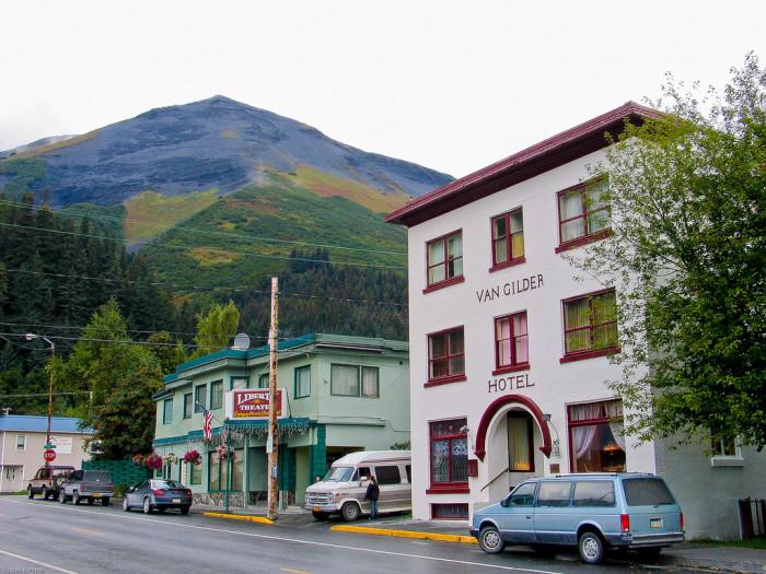 5) Van Gilder Hotel