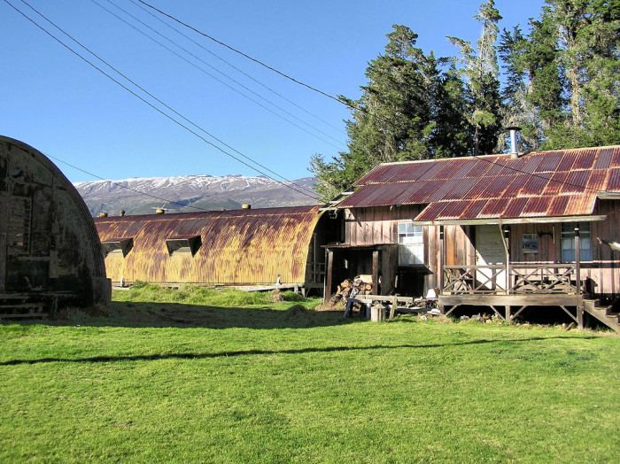 7) A rusty barn with mountain views.