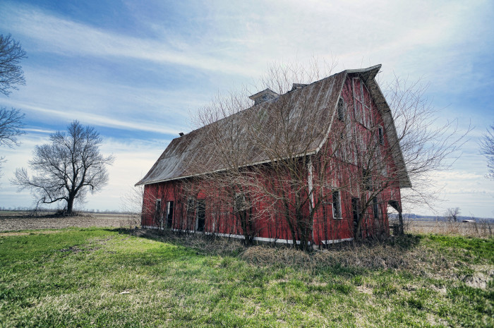 You Will Fall In Love With These 15 Beautiful Old Barns In