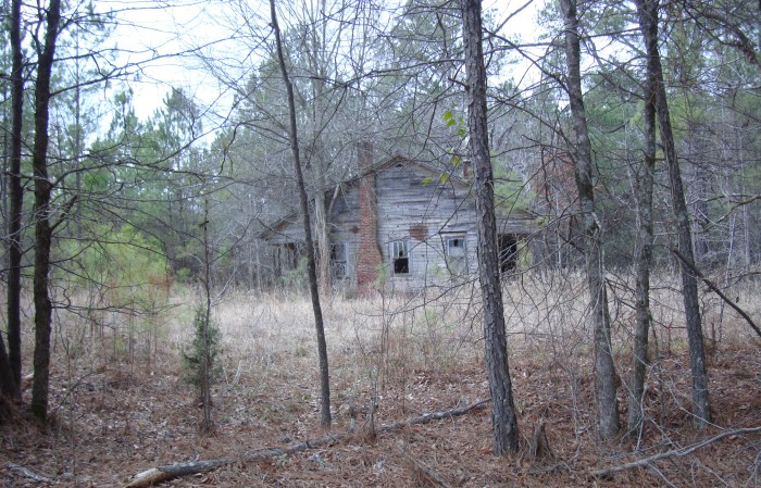 7. An isolated, deserted home? Definitely a recipe for disaster - a creepy one at that.