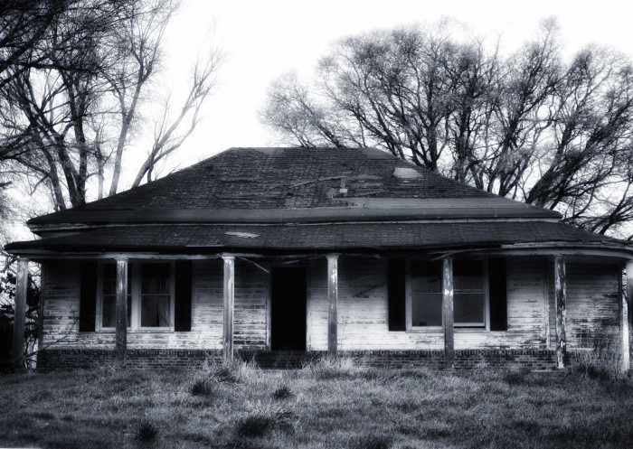 8. The fact that this photo is in black and white only adds to the abandoned home's eerie vibe.