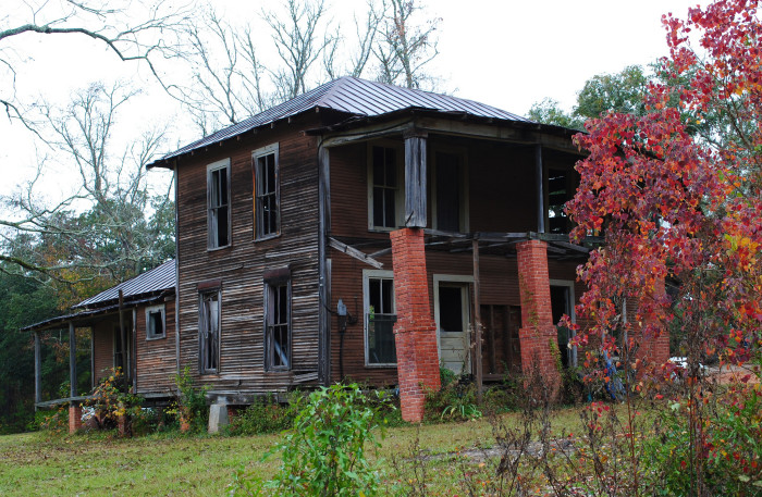 6) Another abandoned house lies in decay in Moscow, TX.