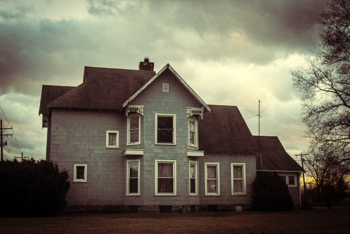 10. The sky and the coloring of this picture just make the house that much more creepy. Would you want to go inside?