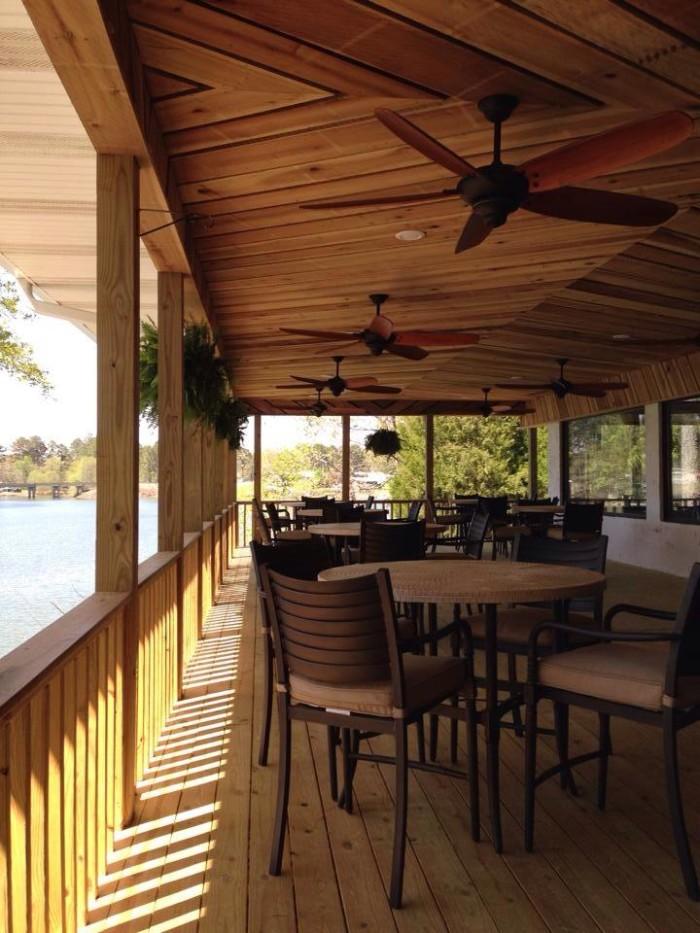 9. Lakeshore Inn, Restaurant & Marina - Double Springs, AL