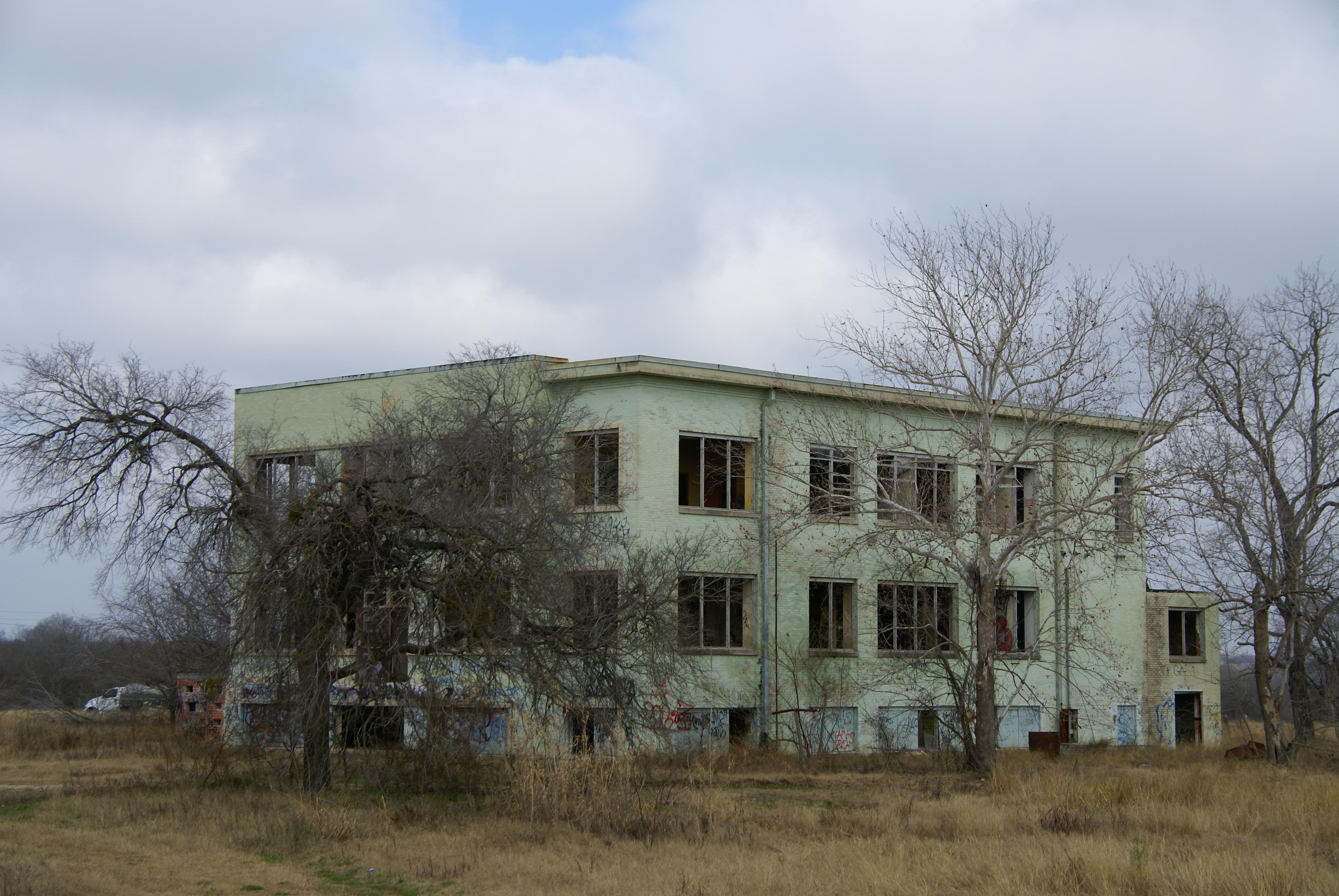 A Creepy Insane Asylum Still Stands In San Antonio Texas