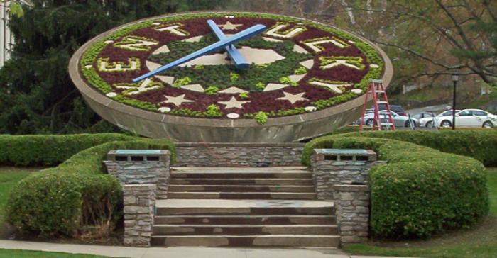 10. Frankfort Floral Clock