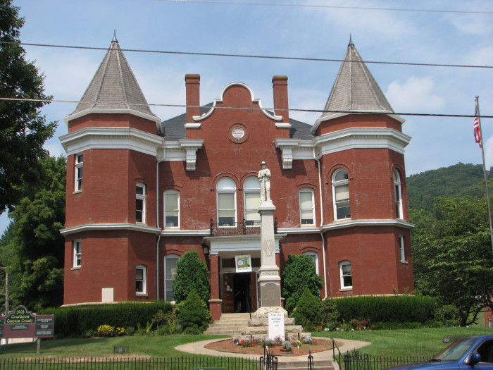 5. Grayson County: median household income $30,710