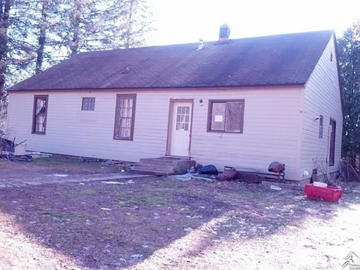 4. In Holyoke, south of Duluth, this awesome fixer-upper has 2 bedrooms and is priced at $9,990. It just needs a little TLC!