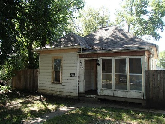 2. Charming 2-bed, 1-bath fixer-upper in Junction City