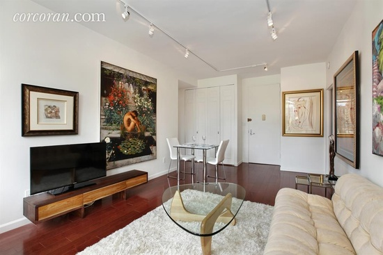 Here's an example of a 1 bedroom, 1 bathroom apartment  you can buy in Manhattan for $695,000. It has 642 square feet.