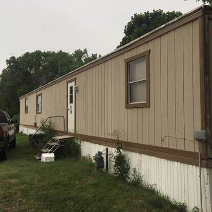 4. Well-kept 2-bed, 1-bath manufactured home in Wichita