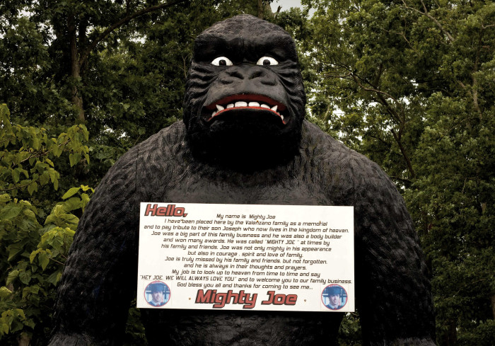 9. A tribute to a lost loved one in the form of an over-sized gorilla
