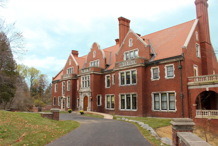 1. Glensheen Mansion