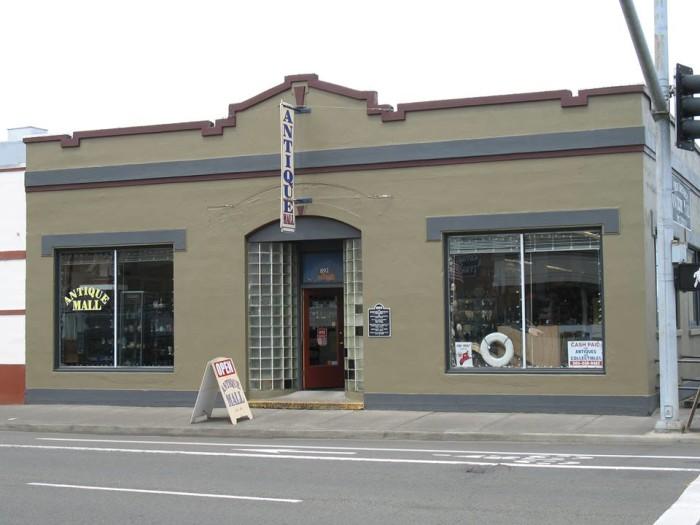 7) Phog Bounders Antique Mall, Astoria