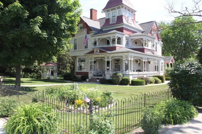 1) The Grand Victorian, Bellaire