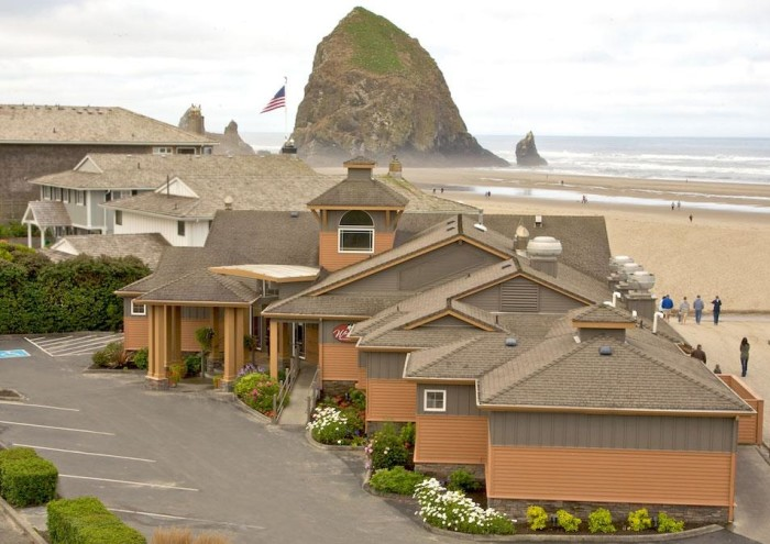 3) The Wayfarer Restaurant and Lounge, Cannon Beach