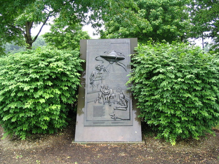 5. On October 30, 1938, CBS radio station aired simulated news broadcasts claiming aliens had landed in West Windsor.
