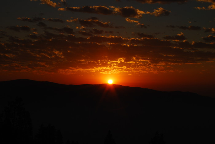 10. You KNOW it's going to be a great day when you wake up to this sunrise at Lake Chelan.