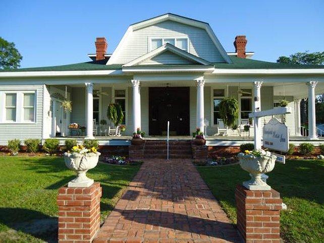 7. Edenfield House- 426 W Church St, Swainsboro, GA 30401