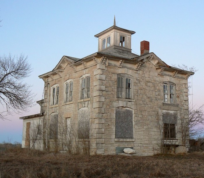 9 Creepy Houses In Nebraska That Could Be Haunted