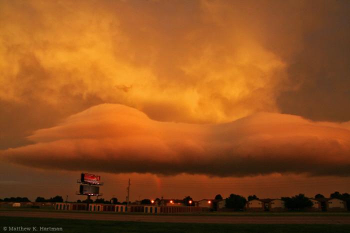 4. Lenticular and Laminar Clouds