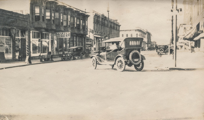 7. This photograph of a car in Walla Walla from the early 1900s can't get any more old school.