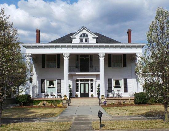 8. Wisteria Hall - 824 Myrick St, Waynesboro, GA 30830