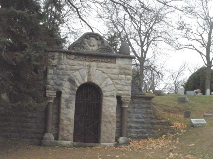 7. Bluff City Cemetery (Elgin)