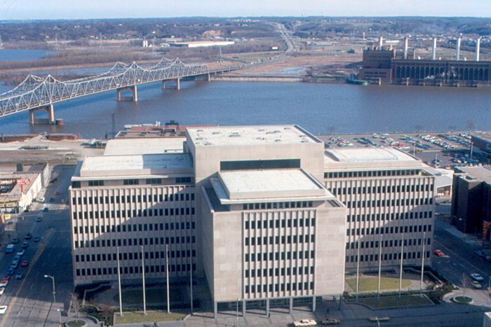 7. View of Caterpillar Administration Building, Peoria (1974)