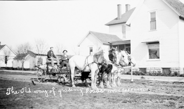 9. Grading roads, Moultrie Country (circa 1900)