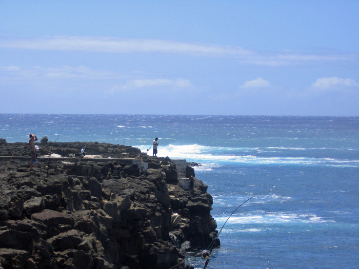 these 12 amazing spots in hawaii are perfect to go fishing