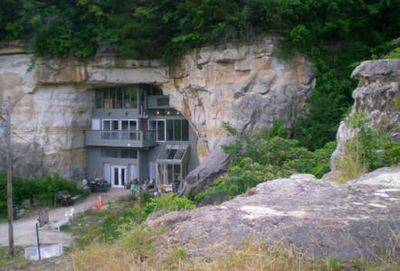 1. Caveland Cave House, Festus