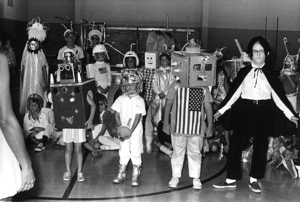 15) And just for fun, here's what kids were wearing for Halloween in 1970