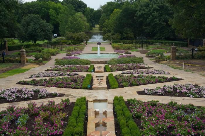 2) Fort Worth Botanic Garden