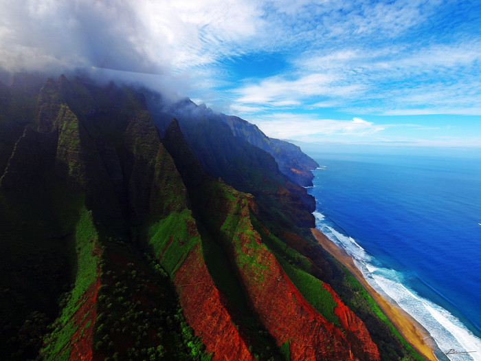 14) In case you had any doubts of whether Hawaii is the best, a photo of Kauai's Na Pali Coast will clear that up for you.
