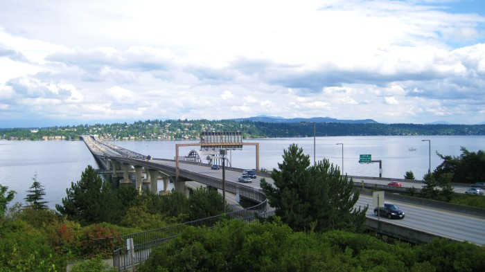 3. Washington is home to the first floating bridge.